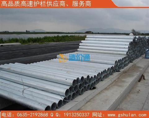 Q235波形护栏板立柱图片